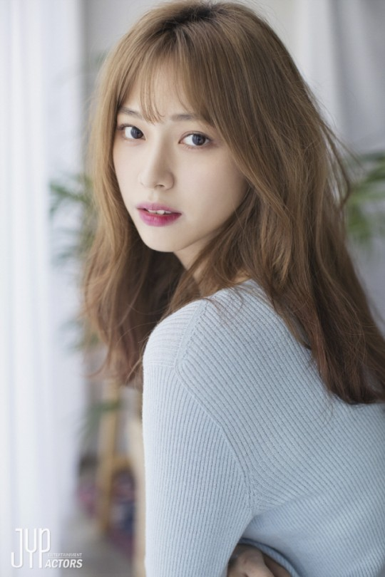 "Actress Ryu Won joined the drama ""Secret Boutique"" to complete the golden lineup"