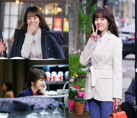 [K-Drama]: The sunny smile of actress Im Soo Jung is caught and focuses attention.