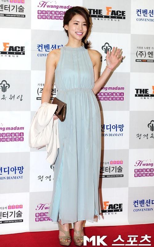 Oh In Hye adalah aktris dan model Korea selatan yang terkenal karena aktingnya di Red Vacance Black Wedding (2011) dan Eating, Talking, Faucking.