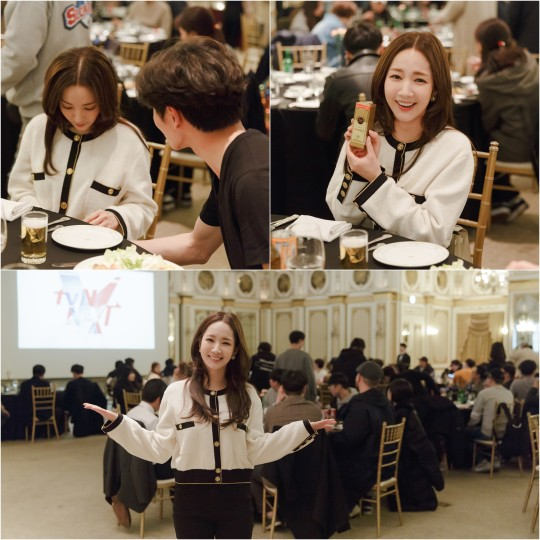 A picture of 'Her private life' behind-the-scenes party with actress Park Min Young was released.
